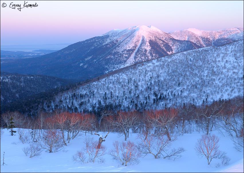 Гора Стахановская - расположена по центру Майорского хребта