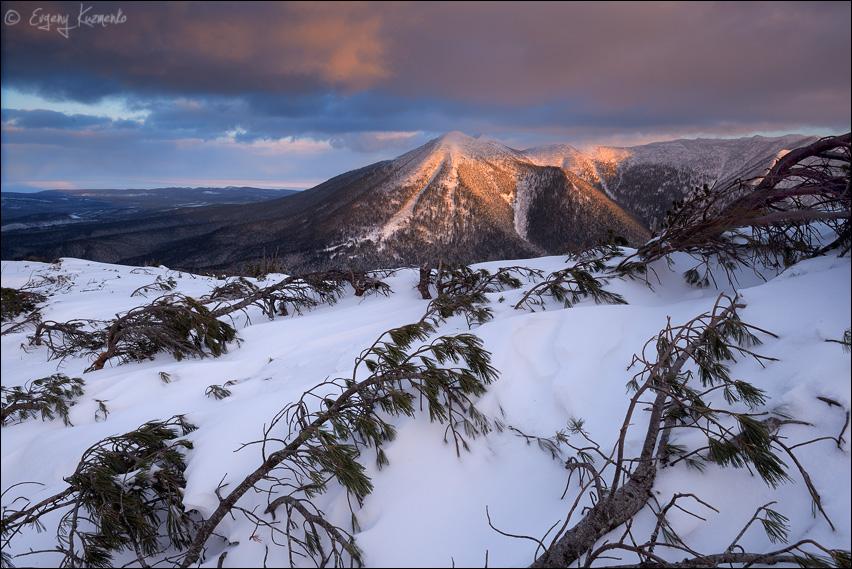 Вид на Язычницу (гору Стахановскую) с горы Красная