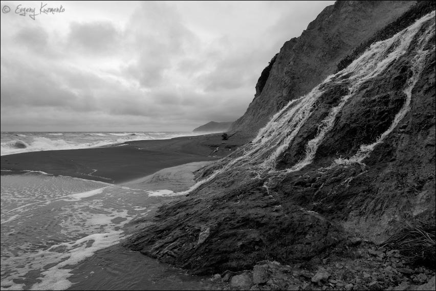Водопад с видом на мыс Павловича