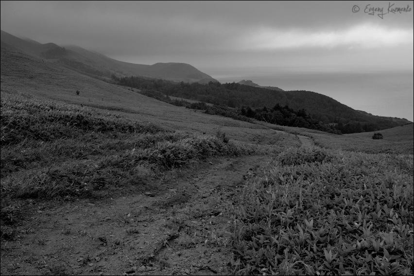 Перевал у горы Крузенштерна - вид на запад